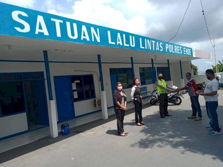 Satlantas Polres Ende Bersama Bank BRI Salurkan Bantuan Program Keselamatan 2020