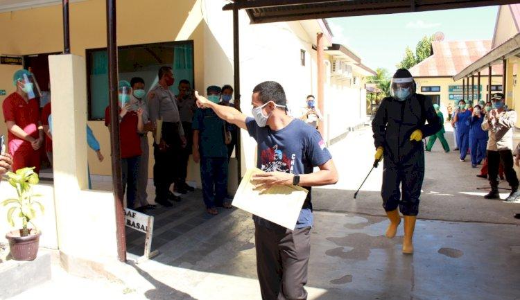 Moment Spesial Penuh Haru di RSB Titus Uly Kupang Saat Pelepasan Satu Pasien Covid 19 yang Telah dinyatakan Sembuh