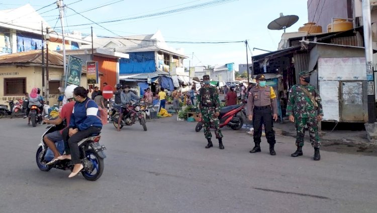 atgas Aman Nusa II Polres Belu Bersama Gugus Tugas Covid-19 Tertibkan Penggunaan Masker dan Tempat Jualan