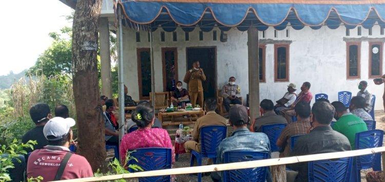 Kapolres Sikka Hadiri Pembagian Kartu Sikka Sehat Di Desa Baomekot