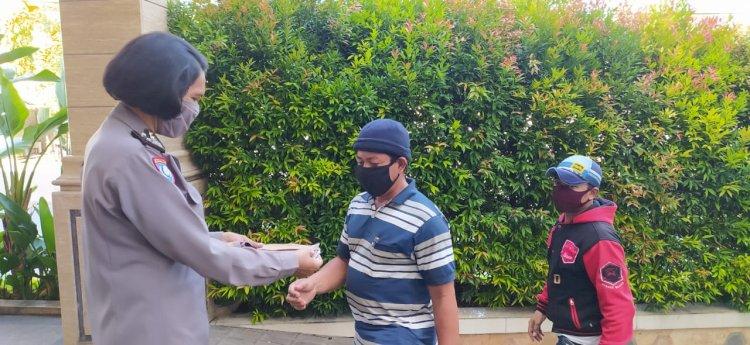 Quick Wins Polri, Personel Ditbinmas Polda NTT Beri Imbauan Taati Protokol Kesehatan dan Bagi Masker Gratis Kepada Masyarakat