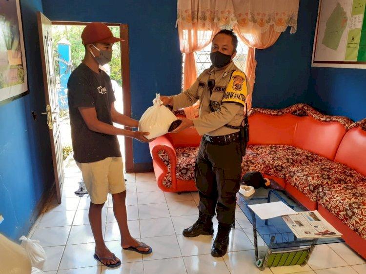 Polres Manggarai Dan Polsek Jajaran Bagikan Bansos Pada Masyarakat Terdampak Covid-19