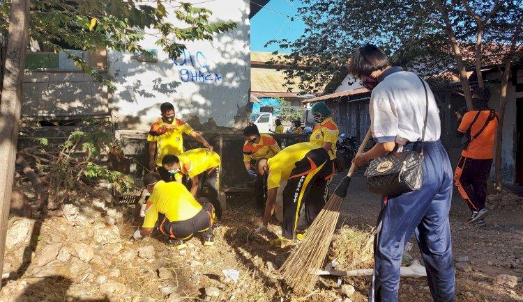 Sambut Hari Bhayangkara ke-74, Jajaran Polda NTT Gelar Kegiatan Bersih-Bersih Fasilitas Umum di Kota Kupang