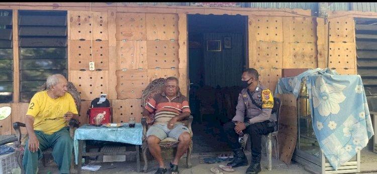 Diberlakukan New Normal, Bhabinkamtibmas Kelurahan Oetete Imbau dan Sambang Tokoh Masyarakat Patuhi Protokol Kesehatan