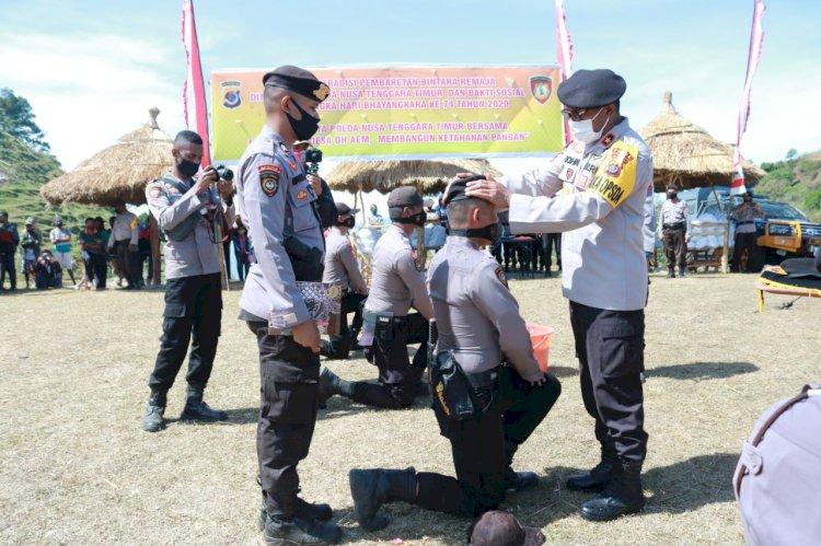 Tradisi Pembaretan Bintara Remaja Ditsamapta Polda NTT, Wakapolda NTT : Pemasangan Baret Sabhara Merupakan Tanda Memasuki Dunia Baru Sebagai Polisi Sejati