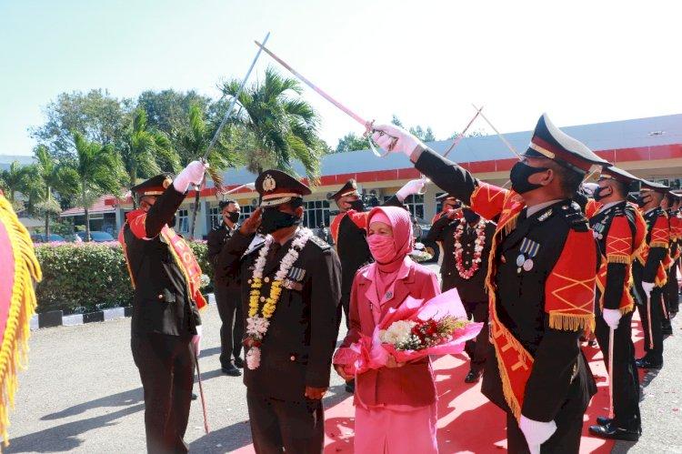 Puncak Rangkaian Hari Bhayangkara ke-74, Polda NTT Melepas Delapan Personel dan Dua ASN Polri yang Purna Tugas