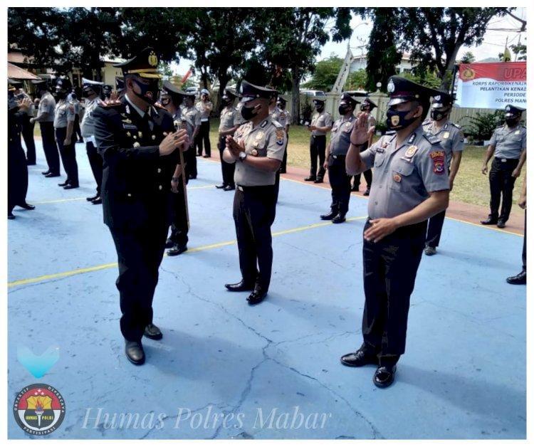 Kapolres Mabar Pimpin Upacara Kenaikan Pangkat 36 Personil Polres Mabar, 5 Personil Brimob dan 2 Personil Polairud