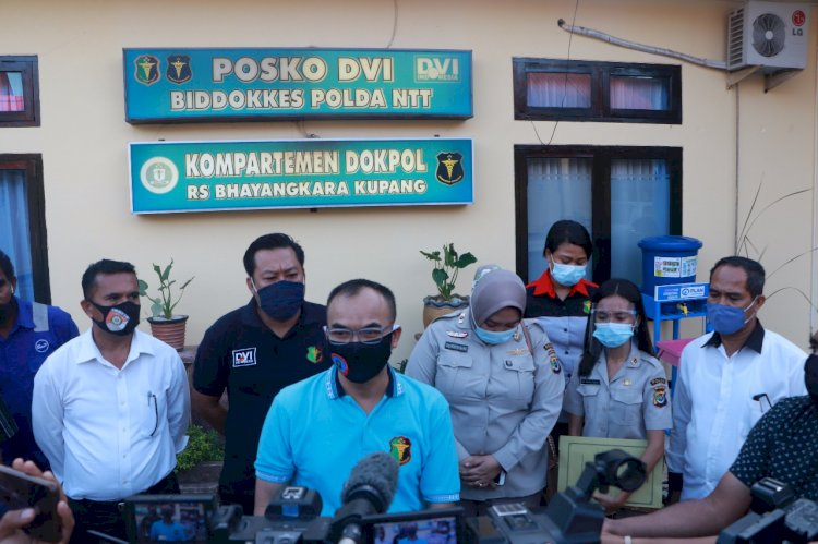 Tim DVI Biddokkes Polda NTT Berhasil Identifikasi Dua Jenazah Korban Laka Laut KM.Kasih 25 di Perairan Pukuafu