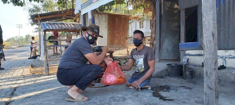 Kapolda NTT beri Bantuan Sembako kepada Tukang Tambal Ban Difabel