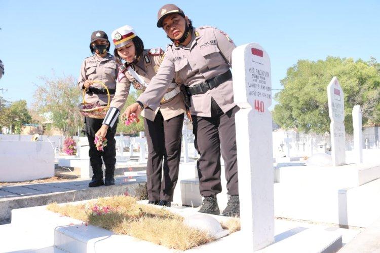 Peringati Hari Jadi Polwan ke 72, Polwan Polda NTT Ziarah Taman Makam Pahlawan