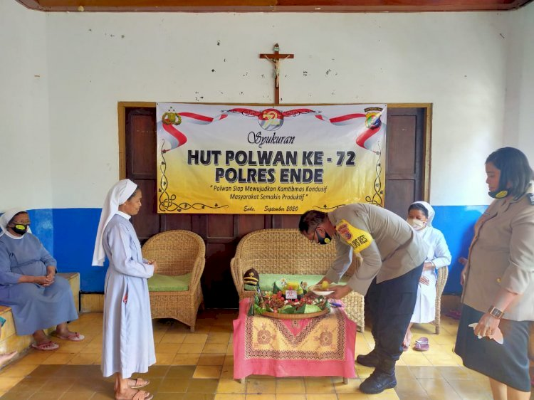 Dalam Rangka Hut Polwan Ke-72, Polwan Polres Ende Berbagi Kasih Dengan Anak Yatim