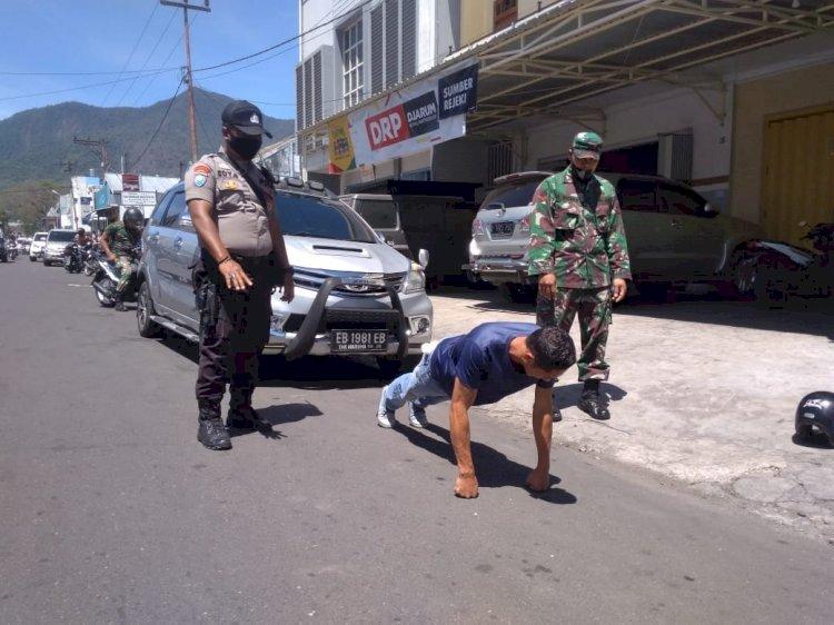 TNI-Polri Bersama Pemda Beri Sanksi Push-Up Bagi Warga Yang Tidak Menggunakan Masker