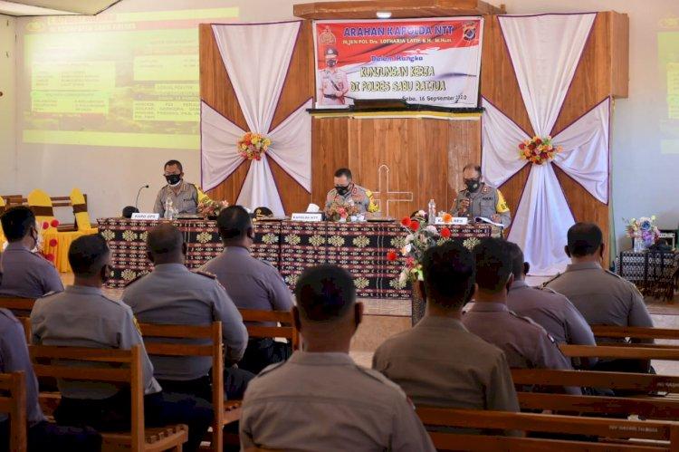 Tatap Muka Bersama Anggota Polres Sabu Raijua, Kapolda NTT Harap Anggota Mengetahui Karakteristik Wilayah dan Cara Bertindak