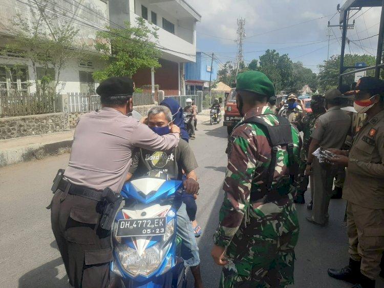 Gelar Operasi Yustisi di Dua Lokasi, Satgas OAN Polres Belu Bagi Masker dan Imbau Disiplin 4 M