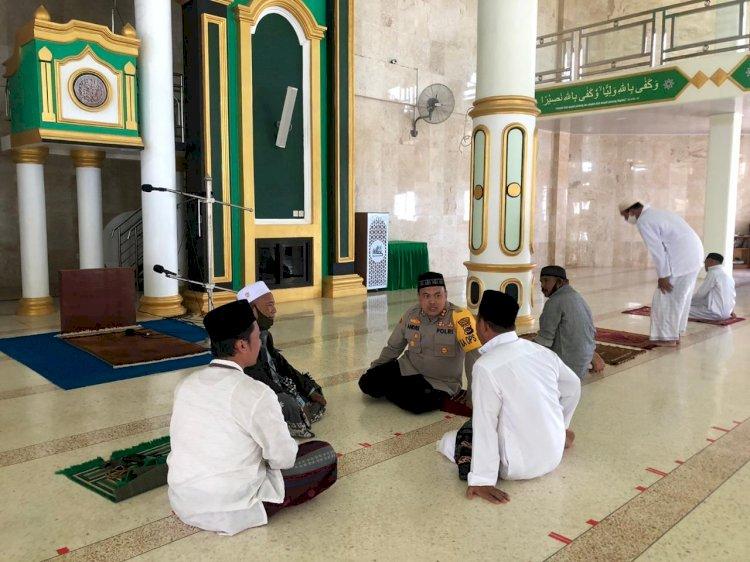 Jalin Silahturahmi, Kapolres TTS Bincang-bincang Dengan Pengurus Masjid