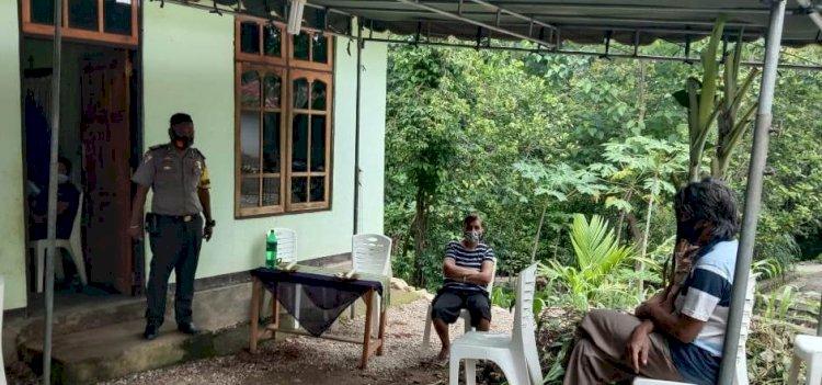 Hadir di Tempat Duka, Bhabinkamtibmas  Sampaikan Imbauan Cegah Covid-19