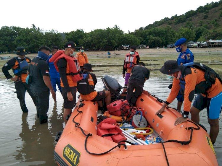 Sat Pol Air Polres Belu dan Polsek Kakuluk Mesak Bantu Pencarian Nelayan Yang Hilang Saat Melaut