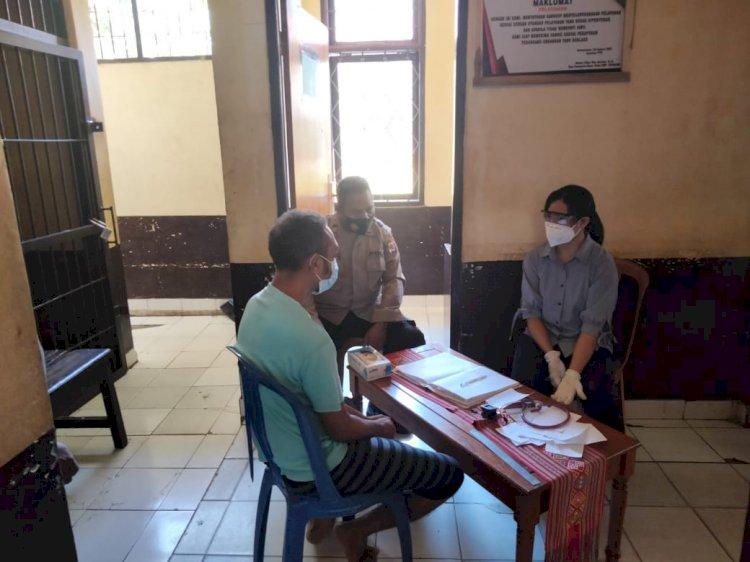 Pastikan Kondisi Sehat, Urkes Polres TTU Lakukan Pemeriksaan Kesehatan Para Tahanan