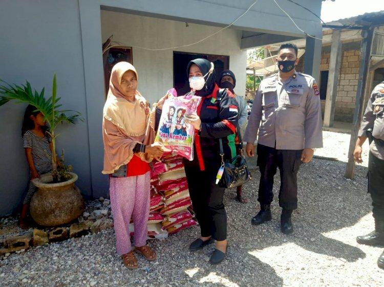 Polri Peduli NTT, Biddokkes Polda NTT Salurkan Bantuan Untuk Korban Bencana di Kupang Barat
