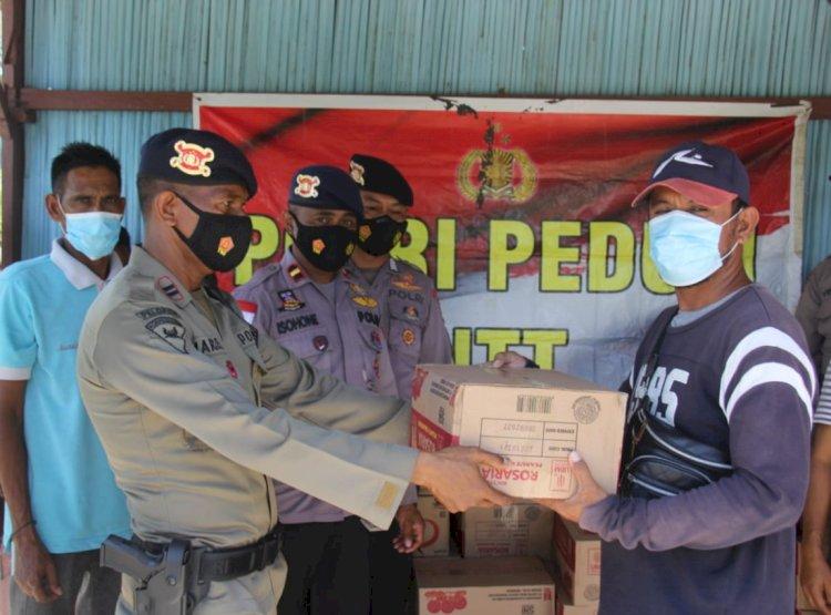 Peduli Bencana, Satbrimoda NTT Kembali Saluran Bansos Kemanusiaan Dari Korpsbrimob di Oebelo