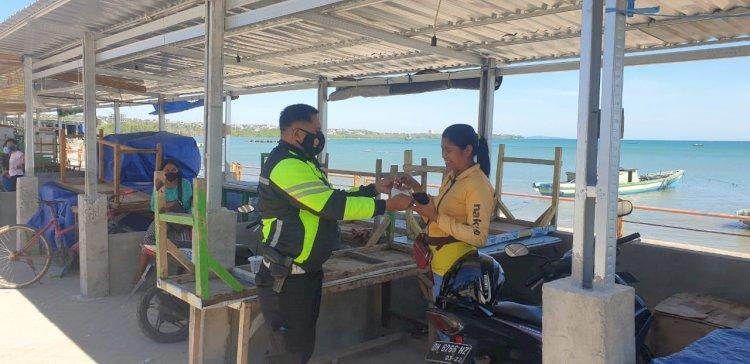 Cegah Penyebaran Covid 19, Personel Ops Ketupat Ranakah Polda NTT Patroli di Tempat Wisata