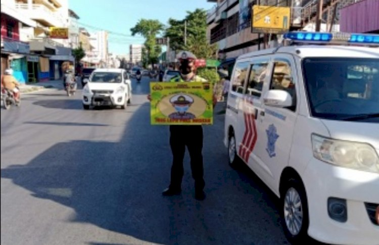 Ditlantas Polda NTT Sosialisasi Penggunaan Masker kepada Pengguna Jalan di Kota Kupang