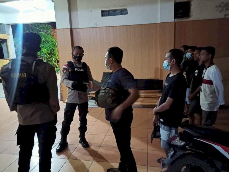Sambangi Penginapan dan Kos-kosan, Personil Ditsamapta Polda NTT Disiplinkan Prokes 5M