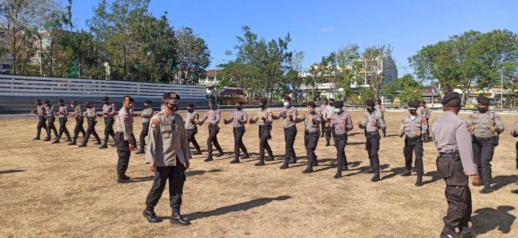 Tingkatkan Kemampuan Anggota, Dirsamapta Polda NTT Pimpin Langsung Pelatihan Dalmas