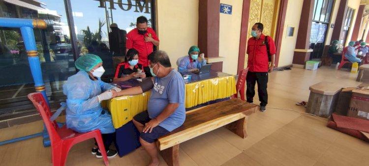 Hari Ini Biddokkes Polda NTT Lakukan Vaksinasi Covid-19 Kepada Masyarakat di Bolok dan  Sikumana