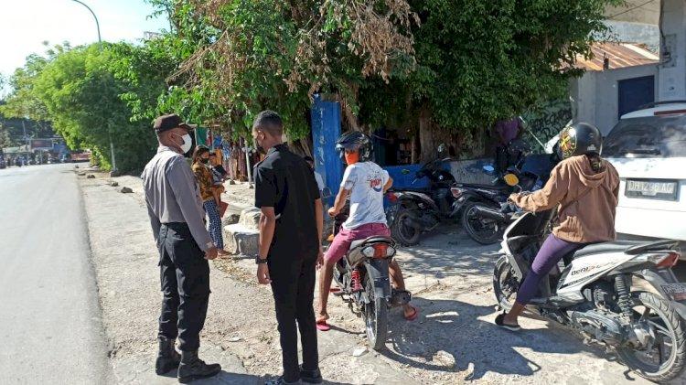 Personel Ditbinmas Polda NTT Lakukan Patroli dan Imbauan Prokes di Kawasan Pertokoan