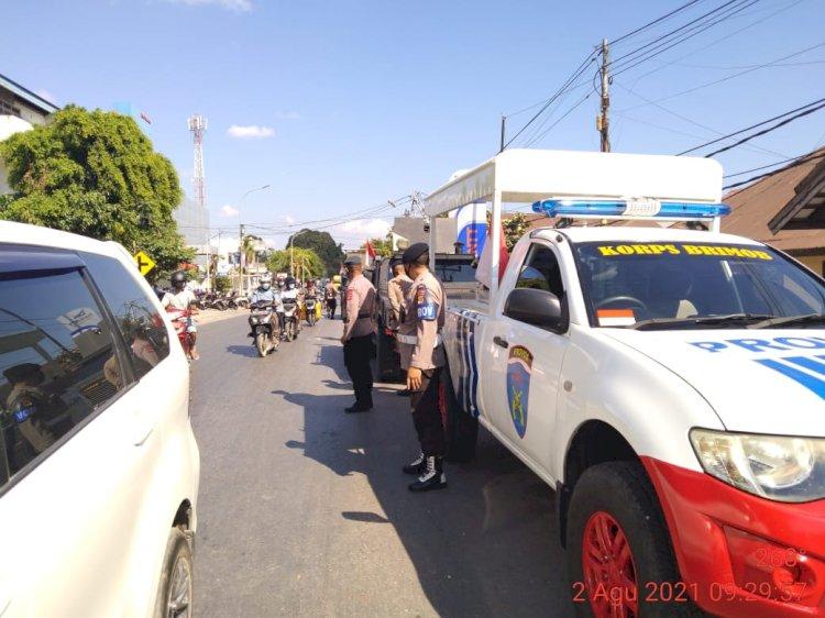 Secara Humanis Satbrimobda NTT Gugah Masyarakat Kota Kupang Patuhi 5M
