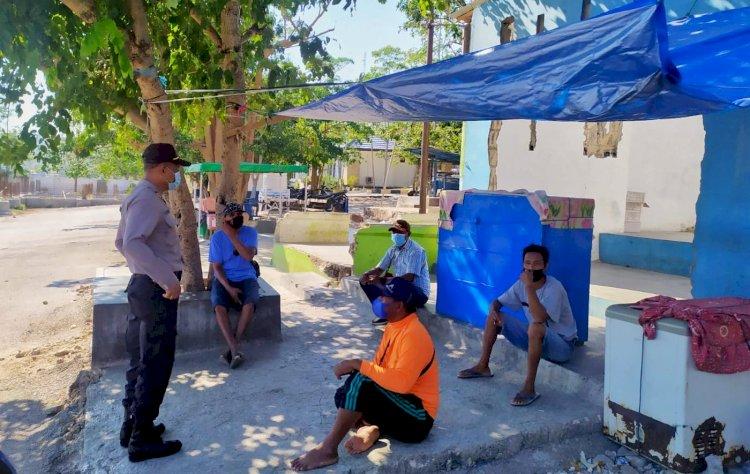 Tingkatkan Kesadaran Pentingnya Prokes, Personel Ditbinmas Polda NTT Lakukan Imbauan Prokes di Desa Bolok