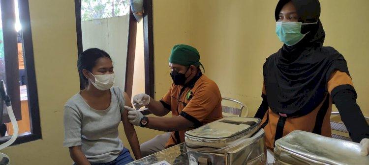 TIm Vaksinator Polda NTT Kembali Layani Vaksinasi Tahap I dan II Untuk Warga Kota Kupang