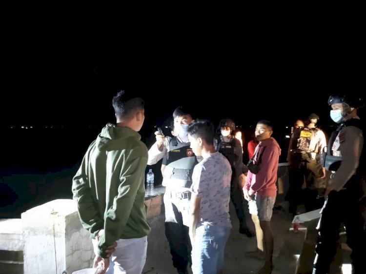 Asik Konsumsi Miras, Sekumpulan Remaja Dibubarkan Personel Raimas Ditsamapta Polda NTT