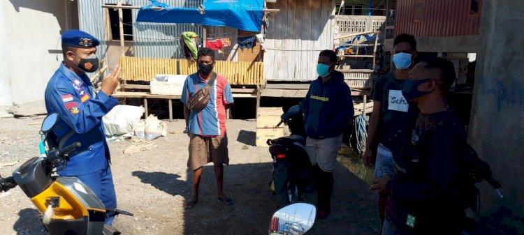 Personil Ditpolairud Polda NTT Ingatkan Warga Pesisir Tanadewa Perhatikan Keselamatan Saat Melaut