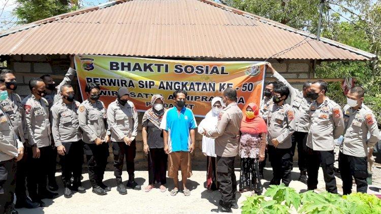 Peduli Masyarakat Terdampak Covid-19, Alumni SIP Angkatan 50 Polda NTT Salurkan Bansos