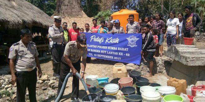 Sat Lantas Polres Sumba Barat Salurkan Bantuan 3 Tangki Air Bersih