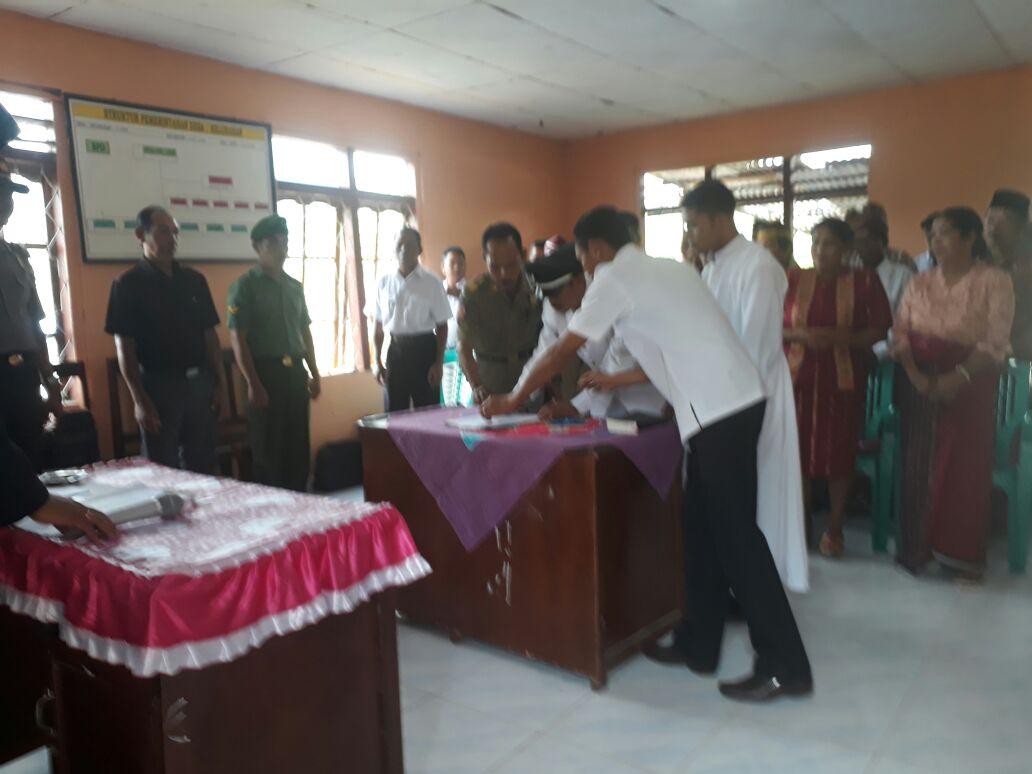 Kapolsek Satarmese hadiri pelantikan Kepala Desa Pongkor