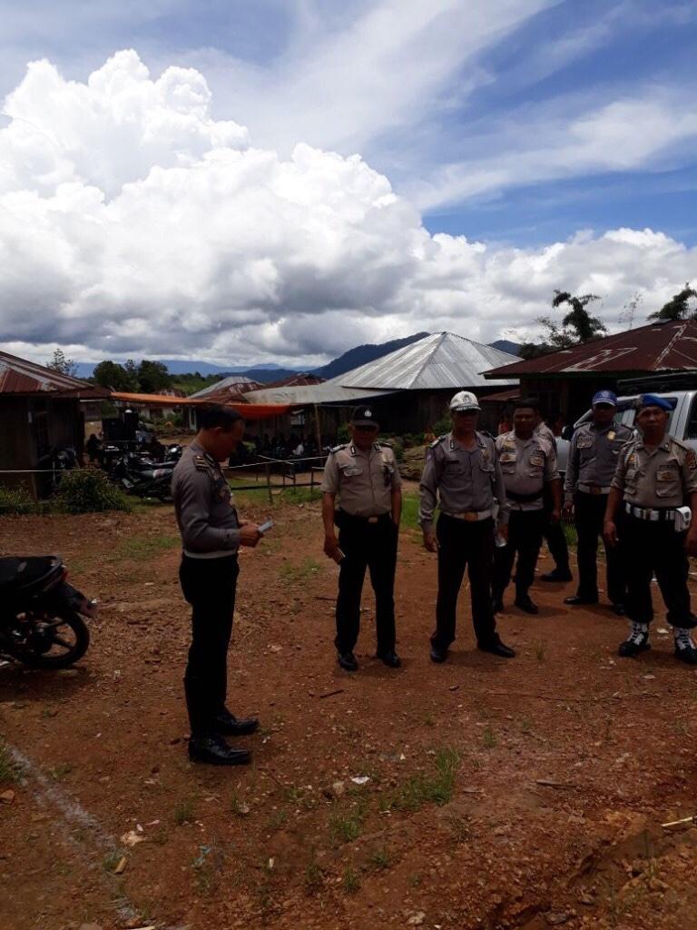 Pengamanan Kampanye Paslon Bupati Paket Sardon di Kecamatan Borong