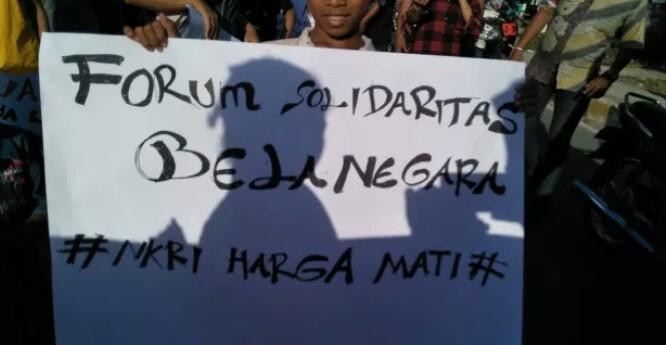 Sambil Long March, pemuda Waingapu Beri Dukungan TNI Polri Berantas Terorisme