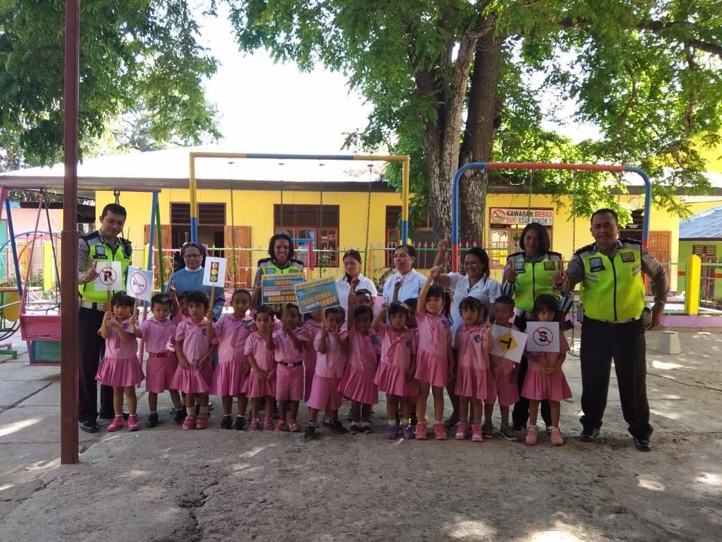 Senangnya Anak-anak TK Kuntum Bahagia, Diajari Rambu-rambu Lalu Lintas oleh Unit Dikyasa Sat Lantas Polres Belu