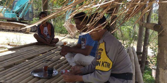 Bhabinkamtibmas Polsek Wewewa Selatan Sambangi Warga Desa Weewula