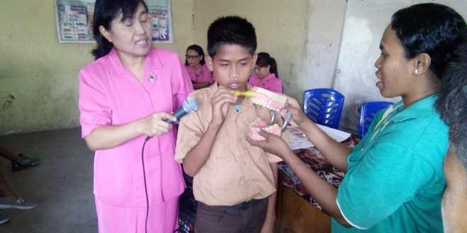 Bhayangkari Ranting Waijelu Gelar Baksos Berupa Sosialisasi Kesehatan Gigi