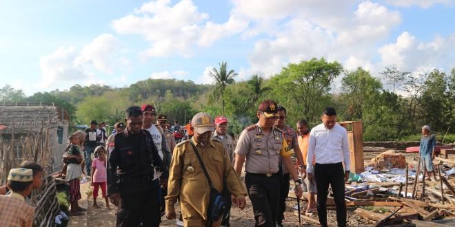 Kapolres Mabar didampingi Kades Golo Sepang dan Kepala BPBD Mabar Tinjau Kondis Rumah Yang Rusak Akibat Angin Puting Beliung