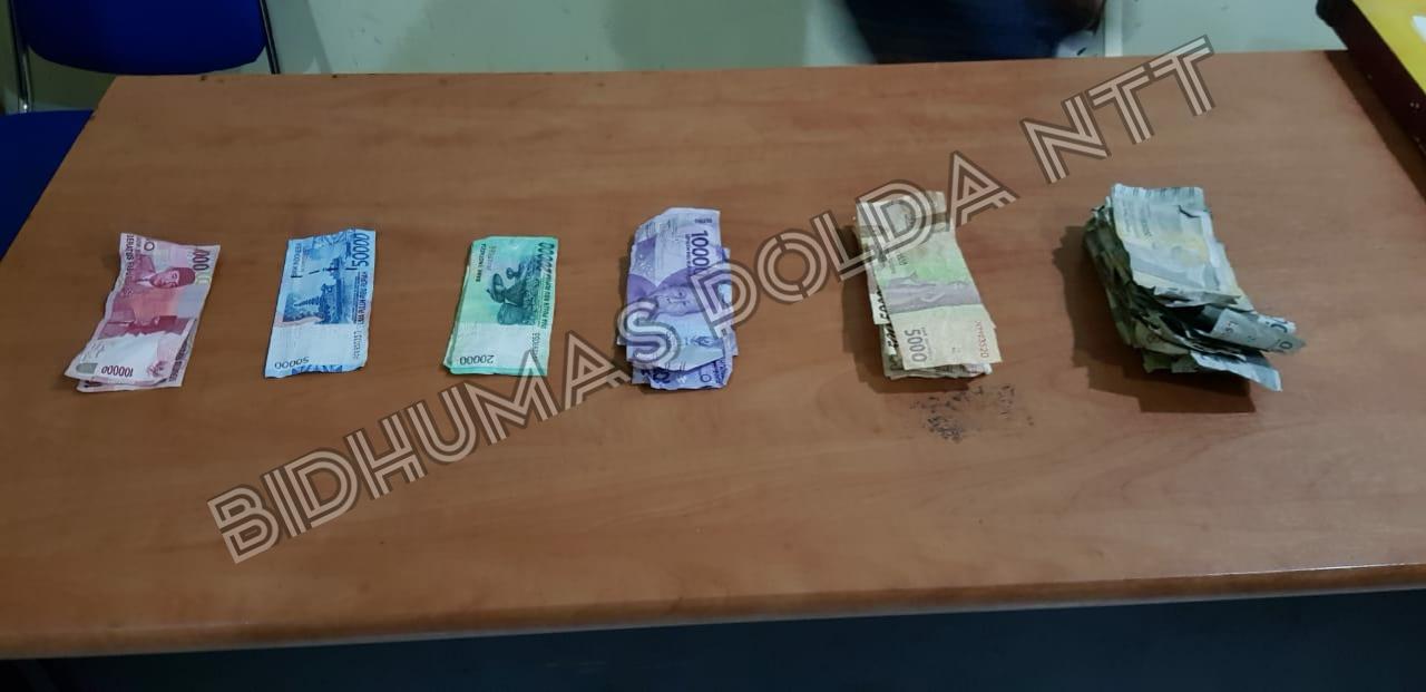 Barang Bukti sejumlah uang yang diamankan Penyidik