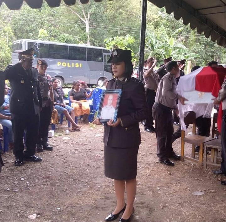 Waka Polres TTS Pimpin Pemakaman Almarhum  Aipda Agustinus Biela