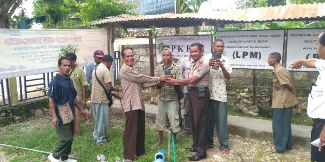 Sat Binmas Polres TTS, Serahkan Jeruk Kamtibmas Kepada Warga