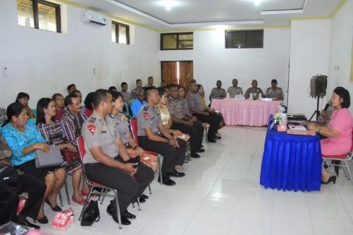 Sidang BP4R, Ketua Bhayangkari Brimobda NTT beri arahan kepada personil brimob dan calon istri