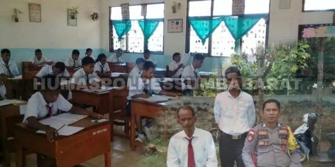 Pengamanan Ujian Nasional di SMP Negeri 2 Mamboro oleh Bripka Sulaiman