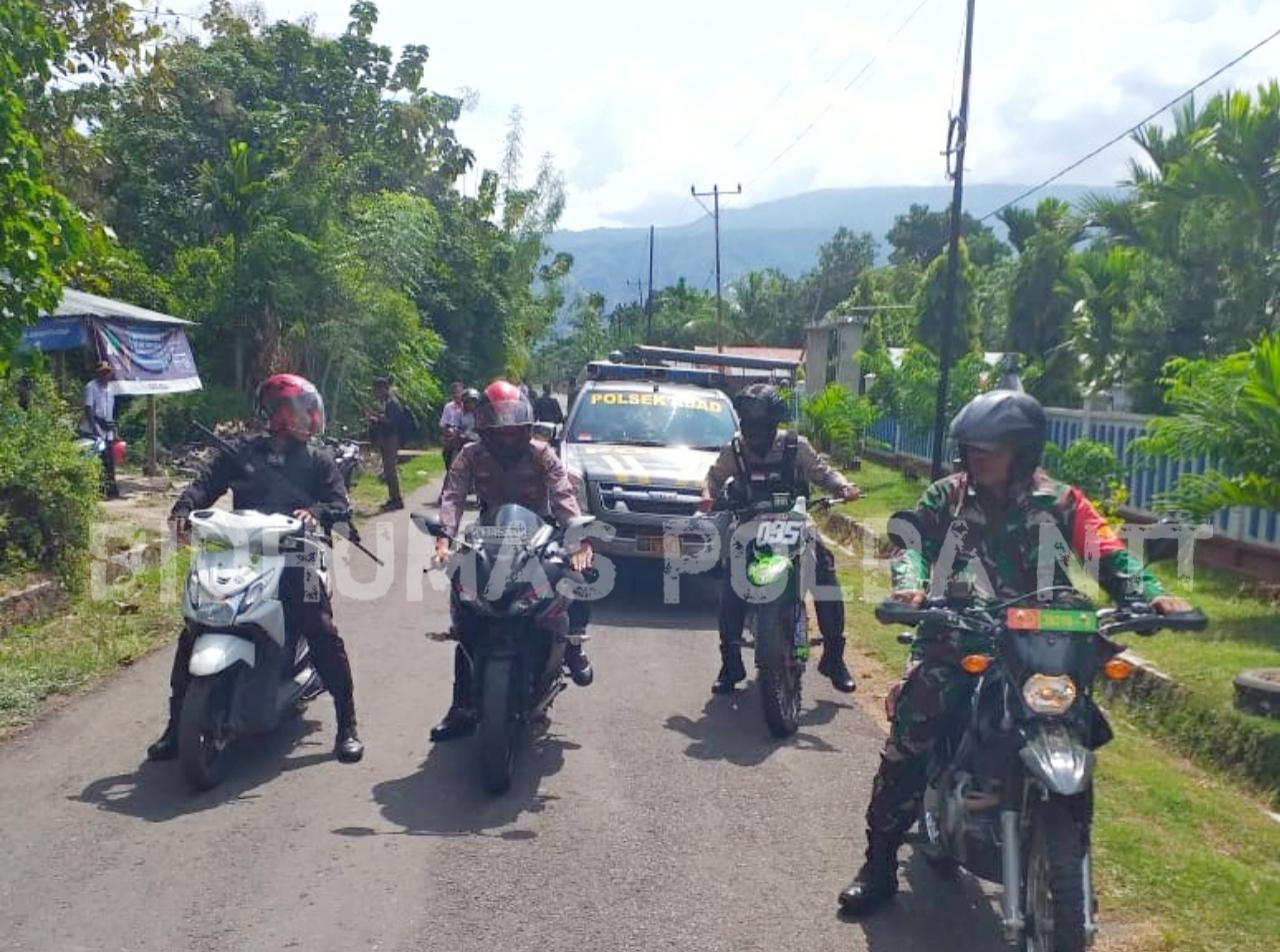 Personel Polres Alor Kawal Pergeseran Logistik Pemilu 2019 dari PPK Alor Barat Daya ke KPUD Alor